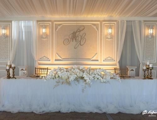 Бялото – най-съвършеният цвят! Символ на светлина, вяра, идеалното, доброто, началото, новото! Бяло и златно – хармония само от два цвята.