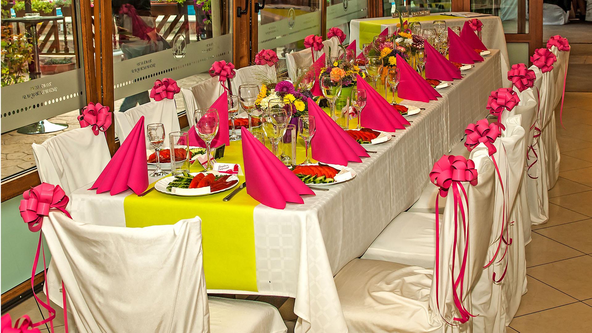 Декорация за свето кръщене на маса за гости