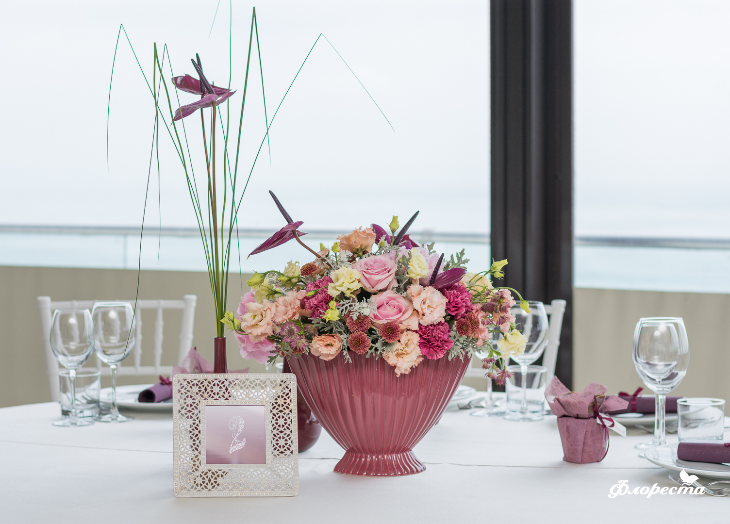Декорация за сватбено тържество на маса за гости
