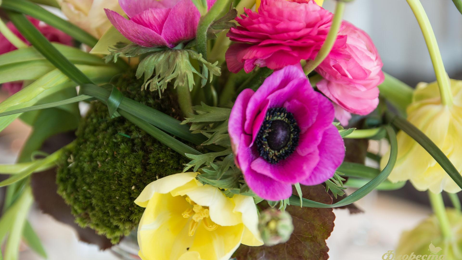 Пролетна аранжировка за сватбена декорация
