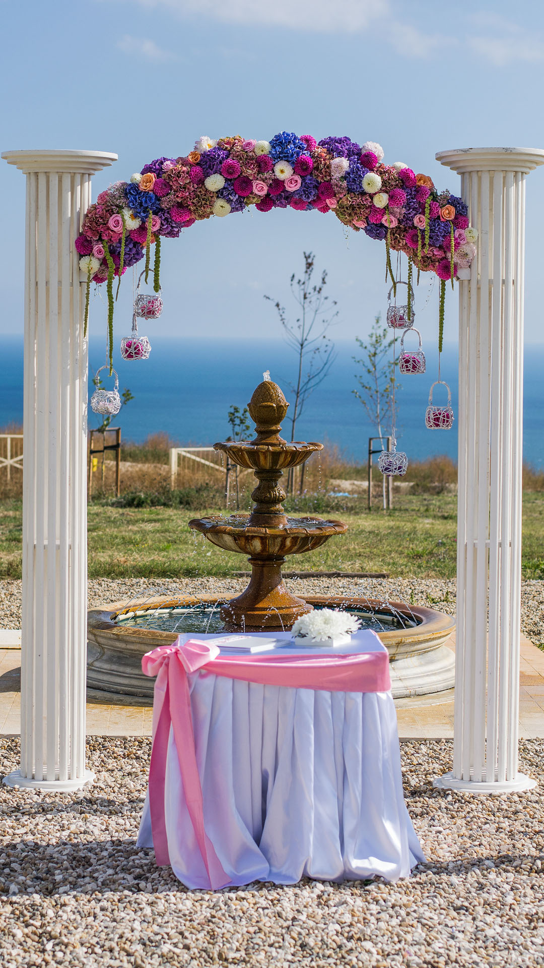Сватбена декорация на арка за изнесен ритуал