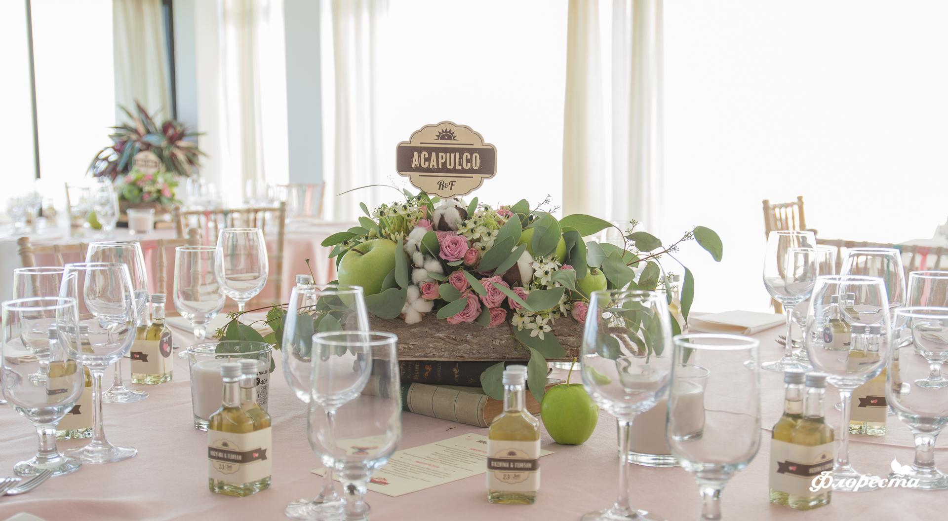 Сватбена декорация на маса за гости в нежно розово