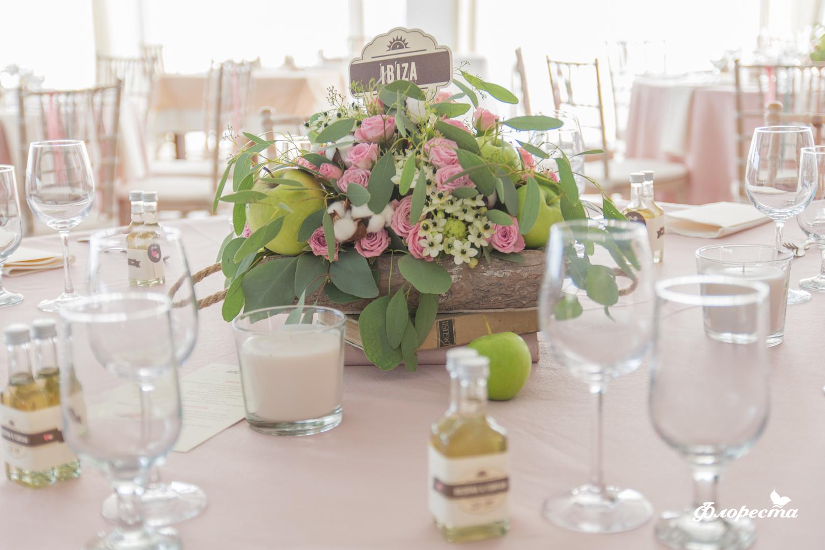 Цветна ранажировка със зелени ябълки, памук и нежно розово